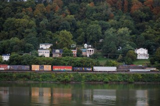 A train sits in front of houses on the banks of the Ohio River in Maysville, Kentucky, U.S., September 13, 2017.  Photograph taken at N38°39.329' W83°46.168'.  Photograph taken September 13, 2017.   REUTERS/Brian Snyder - RC1FCD637E00
