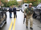 A SWAT police officer and other first responders respond after a gunman opened fire at the Tree of Life synagogue in Pittsburgh, Pennsylvania, U.S., October 27, 2018.   REUTERS/John Altdorfer - RC1B65EBFD40