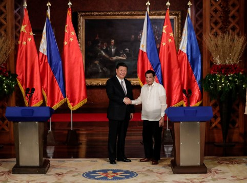 China's President Xi Jinping and Philippine President Rodrigo Duterte shake hands after a joint news statement at the Malacanang presidential palace in Manila, Philippines, November 20, 2018. Mark Cristino/Pool via Reuters - RC1AC68D9E90