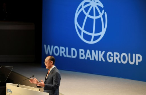 World Bank Group President Jim Yong Kim makes remarks at the Plenary Session of the IMF and World Bank's 2017 Annual Fall Meetings, in Washington, U.S., October 13, 2017.   REUTERS/Mike Theiler - RC1820C71280
