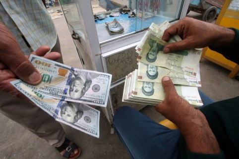 Iranian rials, U.S. dollars and Iraqi dinars are seen at a currency exchange shop in Basra, Iraq November 3, 2018. Picture taken November 3, 2018. REUTERS/Essam al-Sudani - RC18BD110300