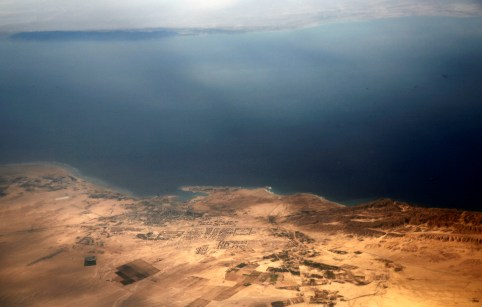 An aerial view of the coast of the Red Sea and the two islands of Tiran and Sanafir is pictured through the window of an airplane near Sharm el-Sheikh, Egypt November 1, 2016. Picture taken November 1, 2016. REUTERS/Amr Abdallah Dalsh - RC1B224A9E00