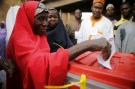 A woman casts her vote at a polling unit in Daura, northwest Nigeria March 28, 2015. REUTERS/Akintunde Akinleye - GF10000042218