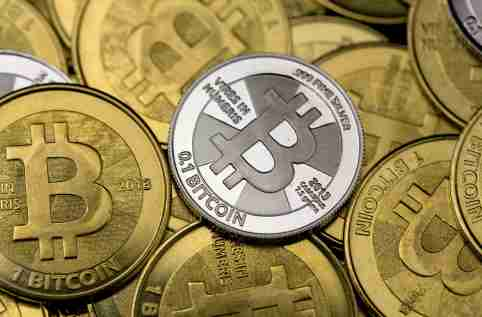 Some of Bitcoin enthusiast Mike Caldwell's coins are pictured at his office in this photo illustration in Sandy, Utah, January 31, 2014. REUTERS/Jim Urquhart  REUTERS/Jim Urquhart   (UNITED STATES - Tags: BUSINESS) - GM1EA210CYA01