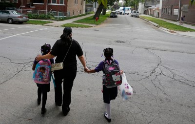Delores Leonard (C) walks her daughters Emmarie (R) and Erin to school before heading to work at a McDonald's Restaurant in Chicago, Illinois, September 25, 2014. Leonard, a single mother raising two daughters, has been working at McDonald's for seven years and has never made more than minimum wage.  Picture taken September 25, 2014.   REUTERS/Jim Young (UNITED STATES - Tags: BUSINESS EMPLOYMENT) - GM1EAAH1MS901