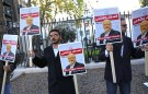 People protest against the killing of journalist Jamal Khashoggi in Turkey outside the Saudi Arabian Embassy in London, Britain, October 26 2018. REUTERS/Simon Dawson - RC1FE7A5A2B0