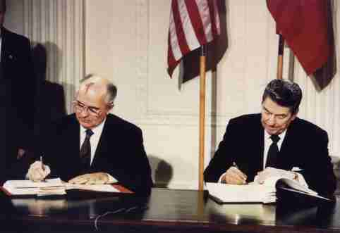 "File photo of U.S. President Ronald Reagan (R) and Soviet President Mikhail Gorbachev signing the Intermediate-Range Nuclear Forces (INF) treaty at the White House, on December 8 1987. Reagan was elected as the 40th U.S. president in 1980. Former U.S. President Reagan's health is deteriorating and he could have only weeks to live, a U.S. source close to the situation said on June 4, 2004. Reagan, now 93, has long suffered from the brain-wasting Alzheimer's disease. The source said Reagan's condition had worsened in the past week. ""The time is getting close,"" he said. REUTERS/Dennis Paquin/FILE  DP/GN - RP5DRIDACHAA"