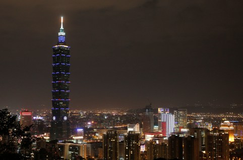 The Taipei 101 building is seen before Earth Hour in Taipei March 31, 2012. Earth Hour, when everyone around the world is asked to turn off lights for an hour from 8.30 p.m. local time, is meant as a show of support for tougher action to confront climate change. REUTERS/Pichi Chuang (TAIWAN - Tags: ENVIRONMENT CITYSPACE) - GM1E83V1OM401