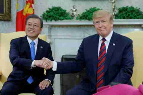 U.S. President Donald Trump greets South Korea's President Moon Jae-in inside the Oval Office at the White House in Washington, U.S., April 11, 2019. REUTERS/Carlos Barria - RC1DADDF4F50
