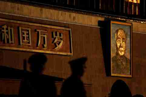 Paramilitary policemen stand guard at sunrise in front of a giant portrait of late Chinese Chairman Mao Zedong at the Tiananmen gate ahead of the visit by U.S. President Donald Trump to Beijing, China November 8, 2017. REUTERS/Damir Sagolj     TPX IMAGES OF THE DAY - RC1B1195C290