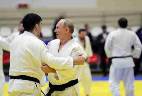 Russian President Vladimir Putin attends a judo training session at the Yug-Sport sport and training complex in the Black sea resort of Sochi, Russia, February 14, 2019. Sputnik/Mikhael Klimentyev/Kremlin via REUTERS ATTENTION EDITORS - THIS IMAGE WAS PROVIDED BY A THIRD PARTY. - RC18022EB7B0