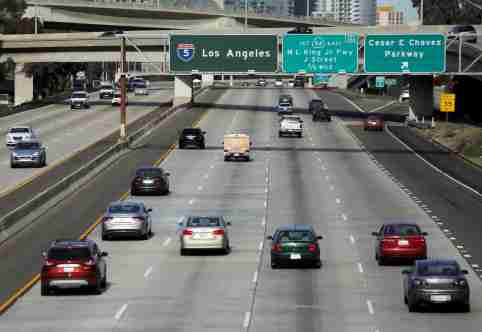 Cars travel north towards Los Angeles on interstate highway 5 in San Diego, California February 10, 2016. Picture taken February 10. To match Insight AUTOS-AUTONOMOUS/INFRASTRUCTURE     REUTERS/Mike Blake - GF10000365352