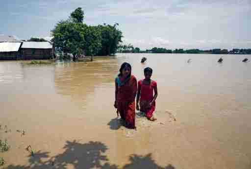 Flood victims walk along the flooded area in Saptari District, Nepal August 14, 2017. REUTERS/Navesh Chitrakar - RC1807C5F900