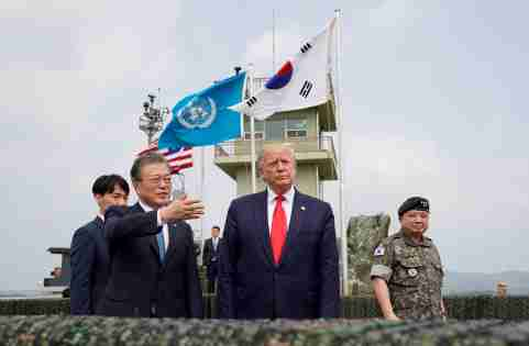 U.S. President Donald Trump and South Korean President Moon Jae-in visit the demilitarized zone separating the two Koreas, in Panmunjom, South Korea, June 30, 2019. REUTERS/Kevin Lamarque - RC147119FEC0