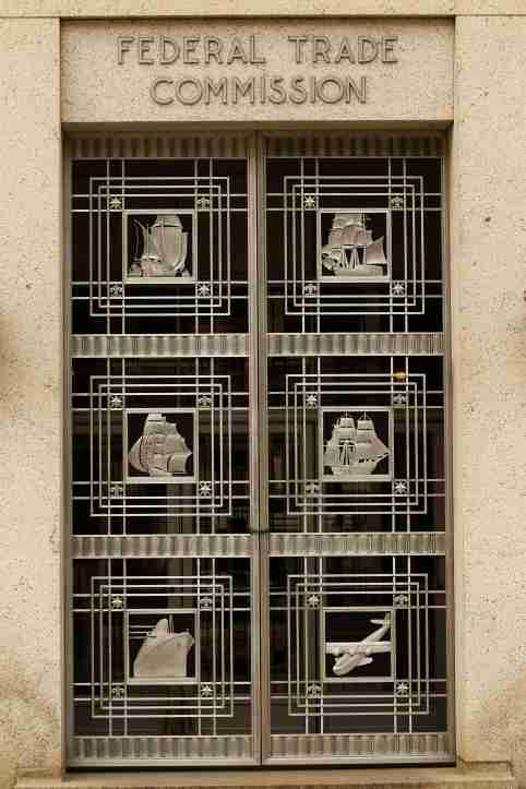 A doorway of the Federal Trade Commission building is seen in Washington on March 4, 2012. REUTERS/Gary Cameron   (UNITED STATES) - WM1E834139A01
