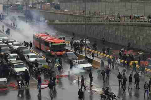 People protest against increased gas price, on a highway in Tehran, Iran November 16, 2019. Nazanin Tabatabaee/WANA (West Asia News Agency) via REUTERS ATTENTION EDITORS - THIS IMAGE HAS BEEN SUPPLIED BY A THIRD PARTY - RC2CCD9U9AIN