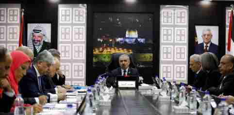 Palestinian Prime Minister Mohammad Shtayyeh speaks during a cabinet meeting of the new Palestinian government, in Ramallah, in the Israeli-occupied West Bank April 15, 2019. REUTERS/Mohamad Torokman - RC18BBEC7170