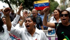 Workers of the health sector take part in a protest due to the shortages of basic medical supplies and against the government of Venezuela's President Nicolas Maduro, outside a hospital in Caracas, Venezuela November 19, 2019. REUTERS/Carlos Garcia Rawlins - RC2GED9PK8S0