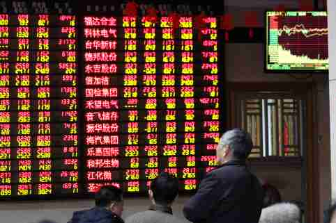 A Chinese investor looks at stock index and prices of shares (red for price rising and green for price falling) at a stock brokerage house in Nanjing city, east China's Jiangsu province, 14 February 2019.The China stock market on Thursday wrote a finish to the five-day winning streak in which it had surged almost 150 points or 5.9 percent. The Shanghai Composite Index now rests just beneath the 2,720-point plateau and it may extend its losses on Friday (15 February 2019). The global forecast for the Asian markets is mixed to lower on concerns for trade and the outlook for interest rates. The European and U.S. markets were mostly lower and the Asian markets are likely to open in similar fashion. The SCI finished barely lower on Thursday following losses from the energy producers, while the financials and properties came in mixed. For the day, the index dipped 1.37 points or 0.05 percent to finish at 2,719.70 after trading between 2,707.49 and 2,729.46. The Shenzhen Composite Index rose 9.16 points or 0.66 percent to end at 1,398.84.No Use China. No Use France.
