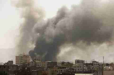 FILE PHOTO: Smoke billows from the site of Saudi-led air strikes in Sanaa, Yemen March 7, 2021. REUTERS/Khaled Abdullah/File Photo