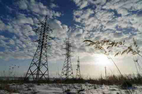 Power lines in a field near Ivano-Frankivsk region, western Ukraine during the sun set. Electricity rose by 21% in February due to energy problems. (Photo by Mykola Tys / SOPA Images/Sipa USA)No Use Germany.