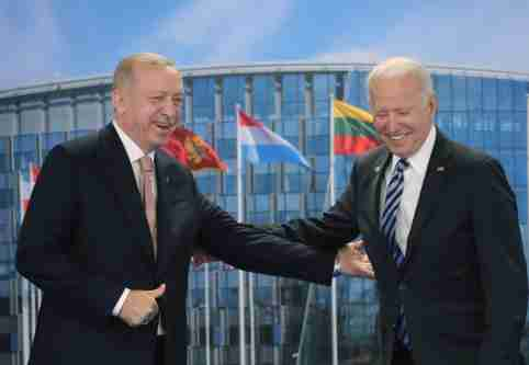 FILE PHOTO: Turkish President Tayyip Erdogan meets with U.S. President Joe Biden on the sidelines of the NATO summit in Brussels, Belgium June 14, 2021. Murat Cetinmuhurdar/Presidential Press Office/Handout via REUTERS ATTENTION EDITORS - THIS PICTURE WAS PROVIDED BY A THIRD PARTY. NO RESALES. NO ARCHIVE./File Photo