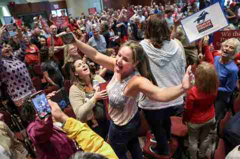 Elicia Brand leads a crowd of angry parents and community members in the singing of the Star Spangled Banner after a Loudoun County School Board meeting was halted by the school board because the crowd refused to quiet down, in Ashburn, Virginia, U.S. June 22, 2021. REUTERS/Evelyn Hockstein