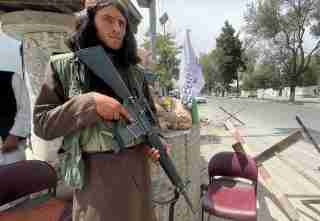 A member of Taliban forces keeps watch at a checkpost in Kabul, Afghanistan August 17, 2021. REUTERS/Stringer NO RESALES. NO ARCHIVES