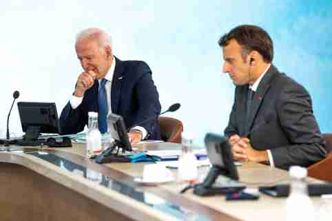 U.S. President Joe Biden and French President Emmanuel Macron take part in the final session of the G7 summit in Carbis Bay, Cornwall in Britain, June 13, 2021.  Doug Mills/Pool via REUTERS