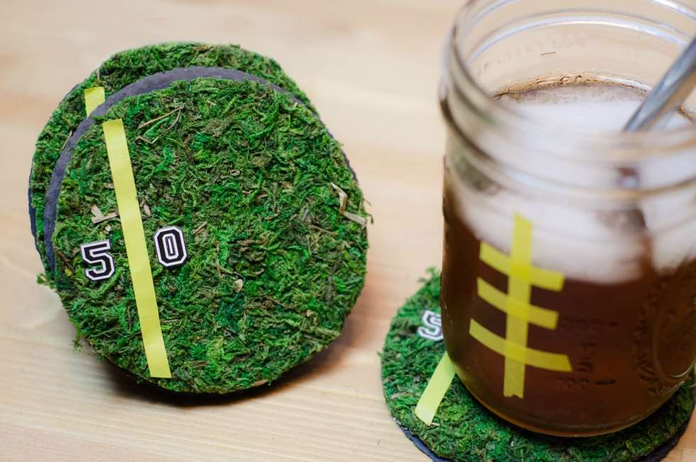 Checkout football tailgate food and fun ides for your next party at home. DIY football party decorations, pulled pork recipe and more!