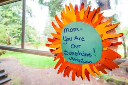 Handprint Mother's Day craft tutorial. Kids handprint sunshine that kids can make for Mother's Day. An easy DIY craft for Mom.