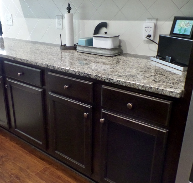 $100 room challenge painting the kitchen cabinets