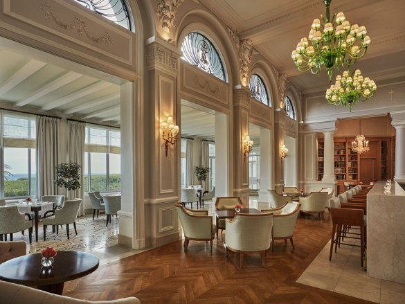 Four-Seasons-Hotel-Du-Cap-Ferrat-Dining-Room