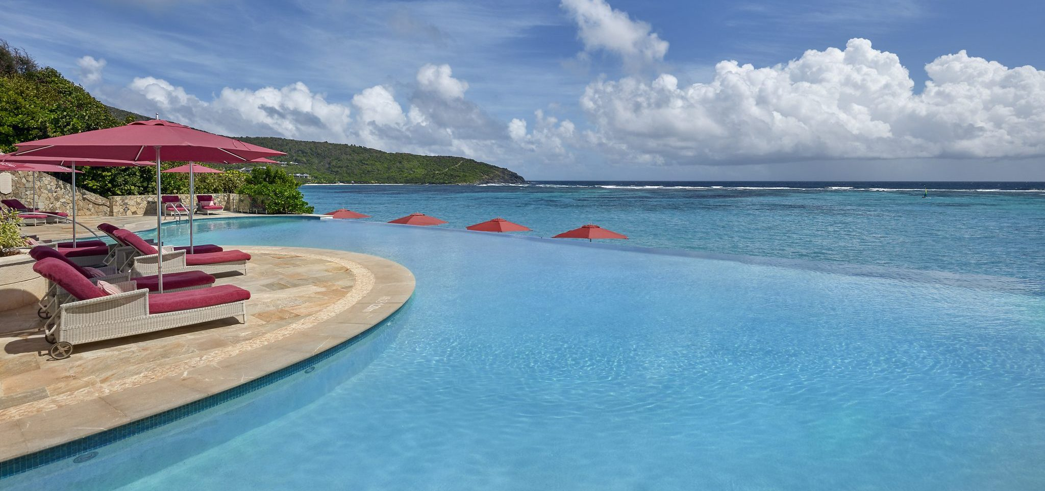 canouan-hotel-infinity-pool-01