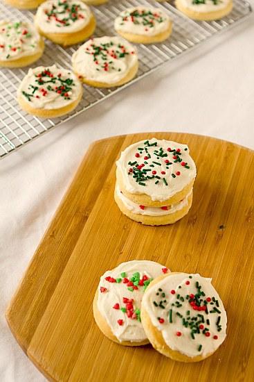 https://i2.wp.com/www.browneyedbaker.com/wp-content/uploads/2011/12/lofthouse-sugar-cookies-4-550.jpg
