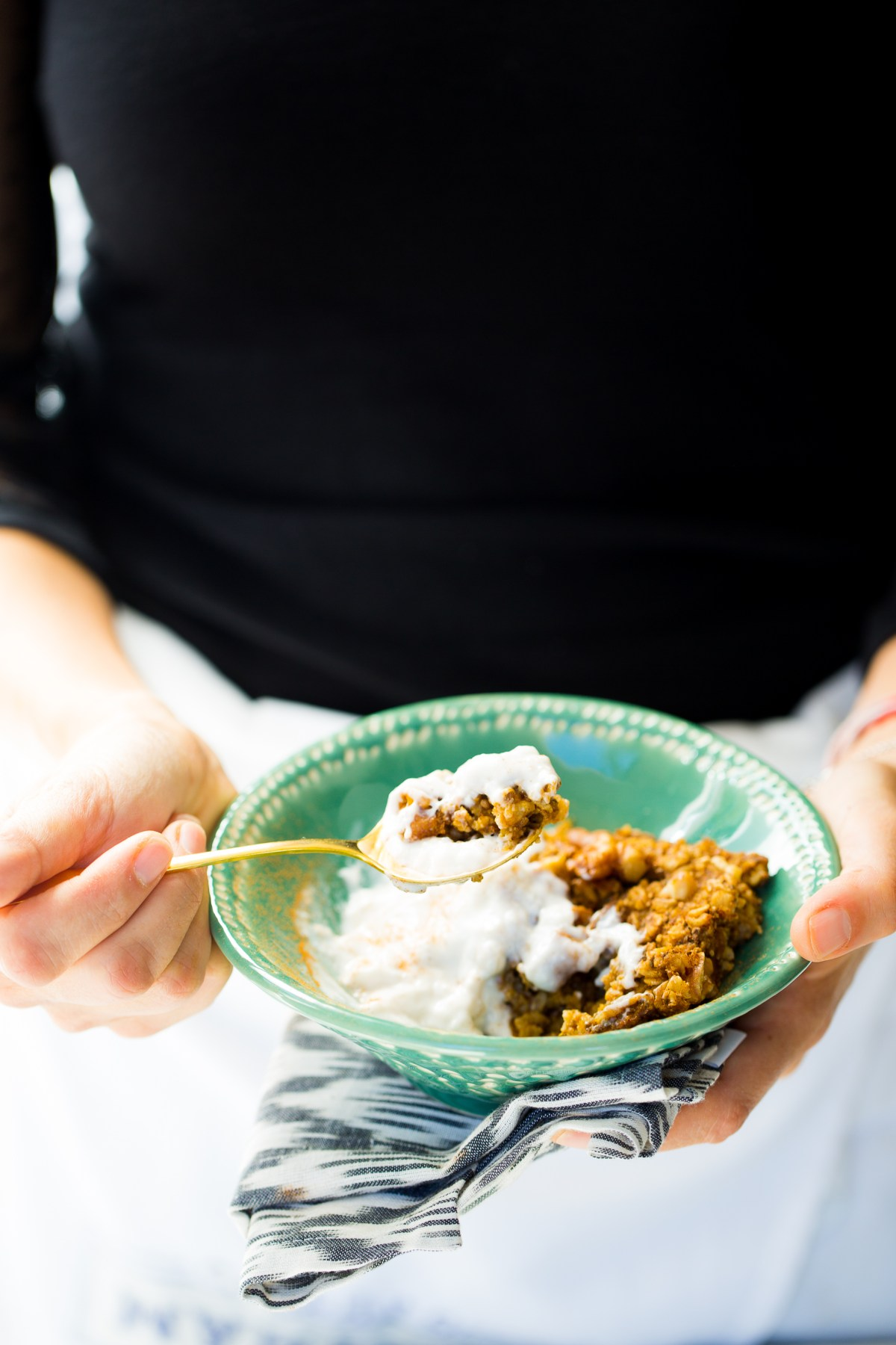 Baked oats with pumpkin spice mix vegan recipe for a healthy breakfast.
