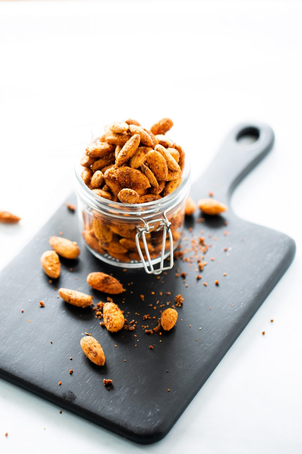 spicy vegan roasted almonds