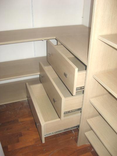 Cabina armadio con cassettiere