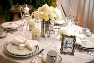Bryllupsbord dekket med sølvtema