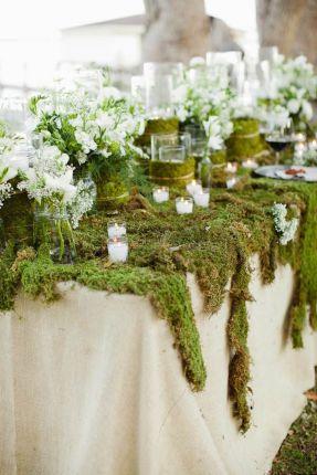 bryllupsbord-med-mose