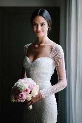brudekjole-med-lange-ermer