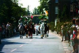 1982 Die Reiteroffiziere unter ihrem General Hermann Strauchen mit ihren Pferden an der Zugspitze
