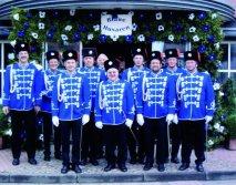 2002 Blaue Husaren vor Haus Esser.