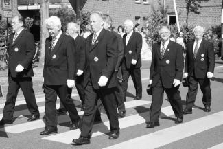 Der Vorstand beim Auszug aus der Königsallee am Pfingstsamstag