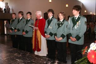 Pater Franz und die Messdiener, wie in den letzten Jahren haben die Jungschützen gerne diesen Dienst übernommen