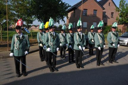 2012 Stabsoffiziere aus dem 1. Jägerzug beim Abholen des Königs am Pfingstmontag