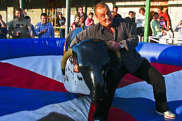 Jon Kenny wrestling steers