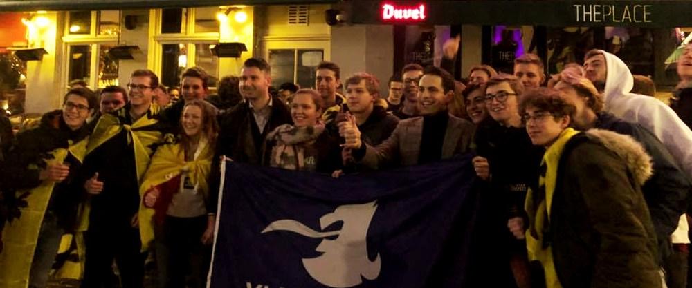 """""""Schild en pint""""(sic): pinten drinken met VBJ en Tom Van Grieken in Brugge"""