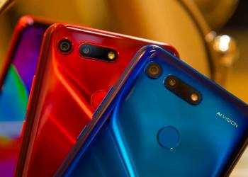Honor View 20 back with color blue and red
