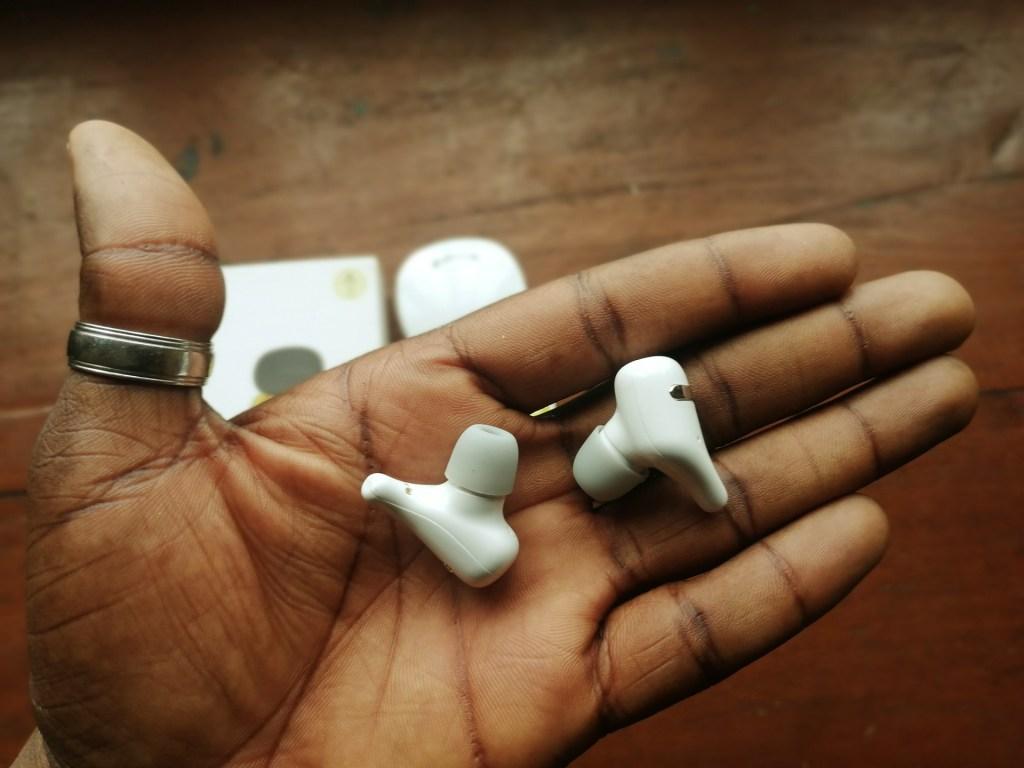 SZWYOR A2 TWS Earbuds is light